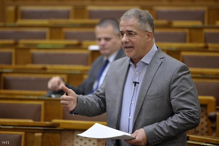 Kósa Lajos fideszes képviselő felszólal a munkaidő-szervezéssel és a munkaerő-kölcsönzés minimális kölcsönzési díjával összefüggő egyes törvények módosításáról szóló javaslat vitájában az Országgyűlés plenáris ülésén 2018. december 11-én