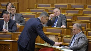 Népszavazást kezdeményez a Jobbik a túlóratörvényről