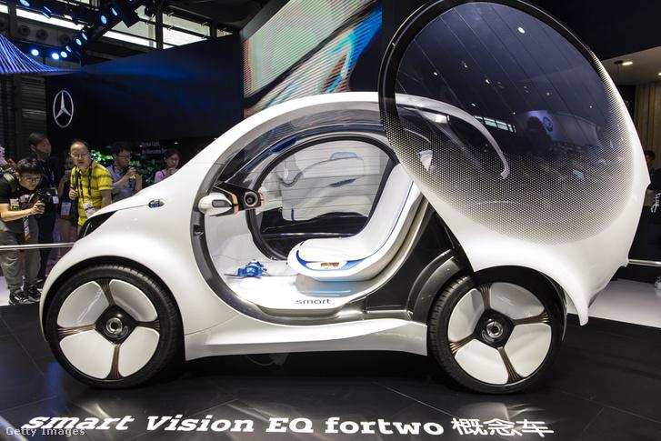 A Daimler AG, Smart Vision EQ fortwo elektromos önvezető koncepció autója Sanghajban, 2018. június 13-án