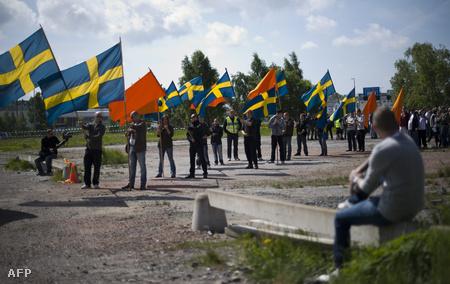 Svéd jobboldaliak tüntetnek egy mecset megépítése ellen