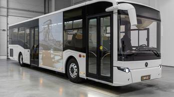 Itt a legújabb magyar autóbusz, a Mercedes