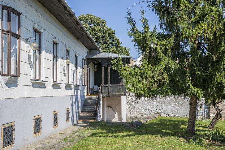 A szentendrei Vajda Múzeumot egy múlt század elején épült, verandás polgári lakóházban alakították ki. Az állandó gyűjtemény a felújítás után kerülhet vissza ide. A művész alkotásai jelenleg a Ferenczy Múzeumban láthatók
