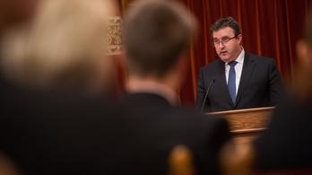 Palkovics: A gazdasági szereplők kérték a túlóratörvényt