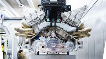 Csodás V12-est építettek az Aston Martin csúcsmodelljének