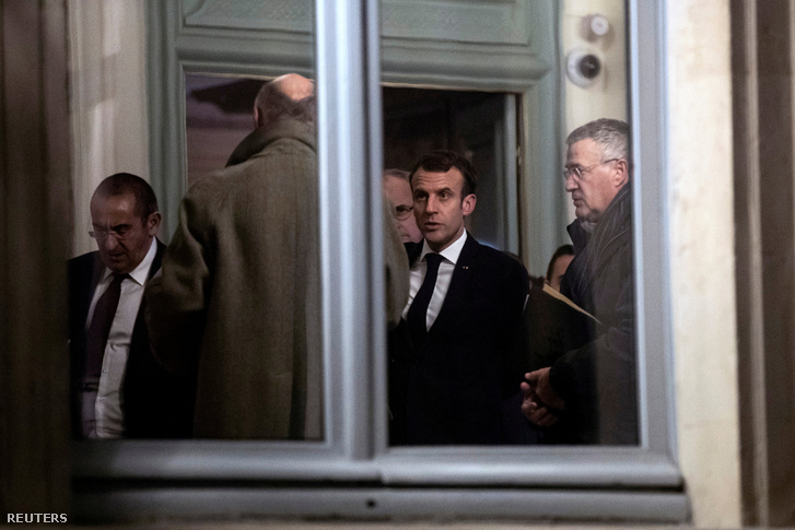 Emmanuel Macron a Belügyminisztériumban december 11-én éjjel