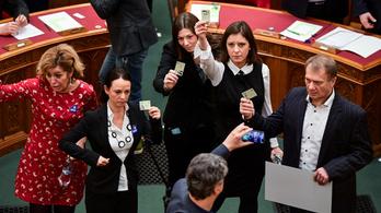 Elkészült a botrányba fulladt parlamenti ülés leirata