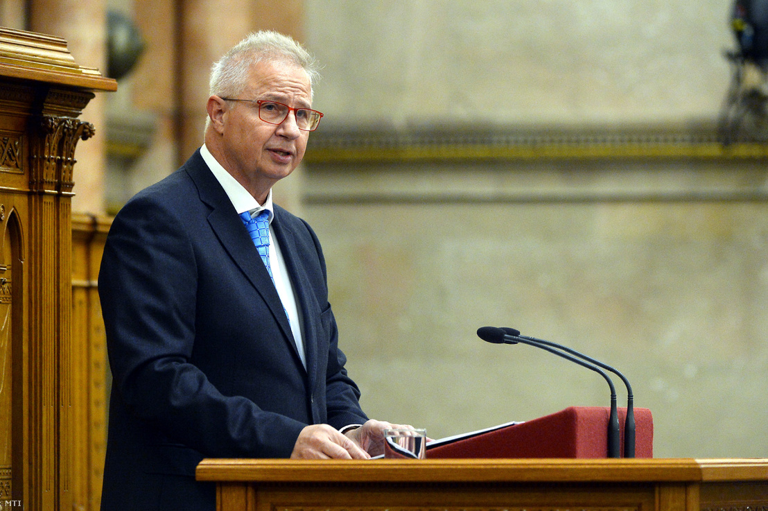 Minister of Justice László Trócsányi talks about the proposition of the administrative courts in the parliament on 14 November 2018.