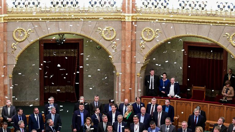 Megszavazta a túlóratörvényt az Országgyűlés