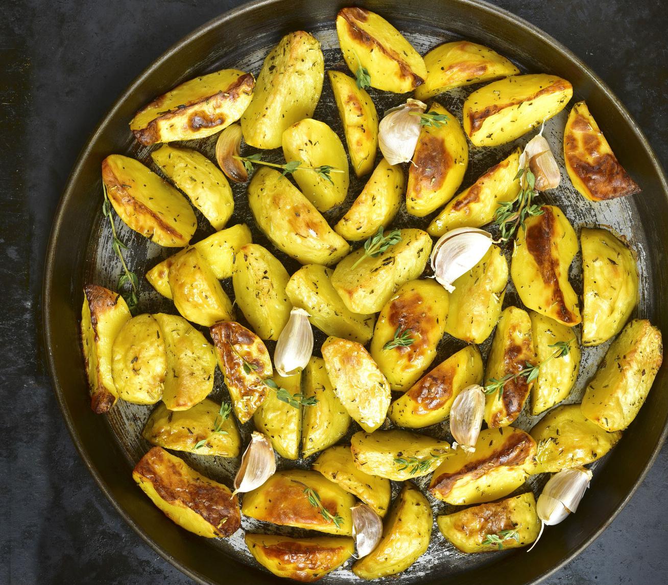 Fokhagymával sült, fűszeres krumpli: kívül jó ropogós