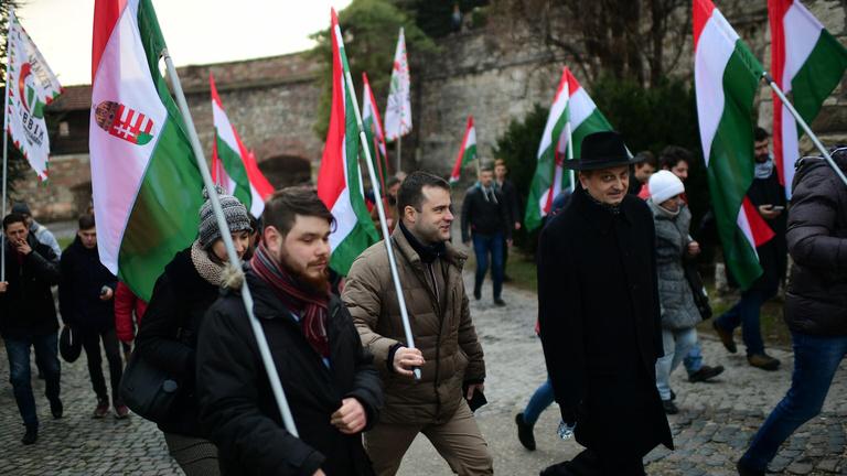 A Jobbik a Sándor-palotánál demonstrált