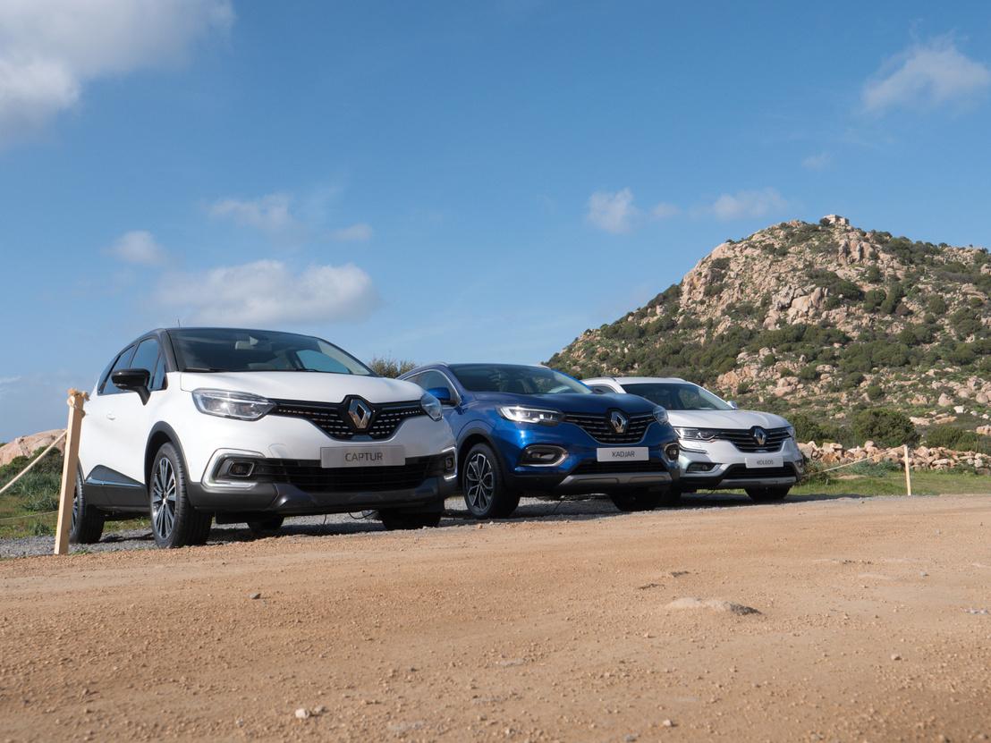 Renault hobbiterepjárók tornasorban, elől a Captur, aztán a Kadjar és a végén a Koleos