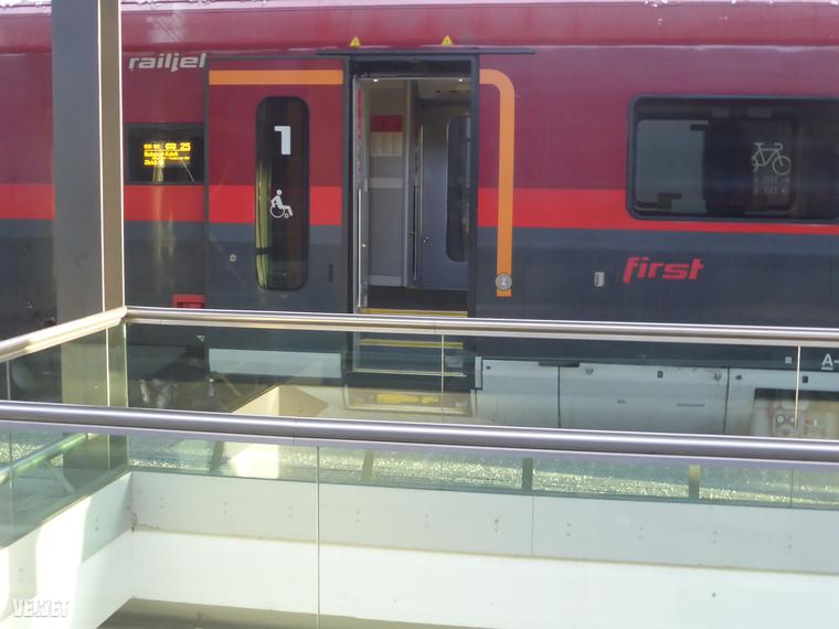 Egyszercsak szembejött az ellenvonat, ami Budapestről közlekedik Zürichbe