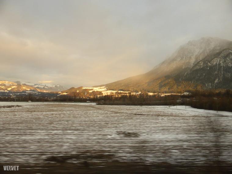 A vonat áthalad Amstetten városán is, de nem áll meg