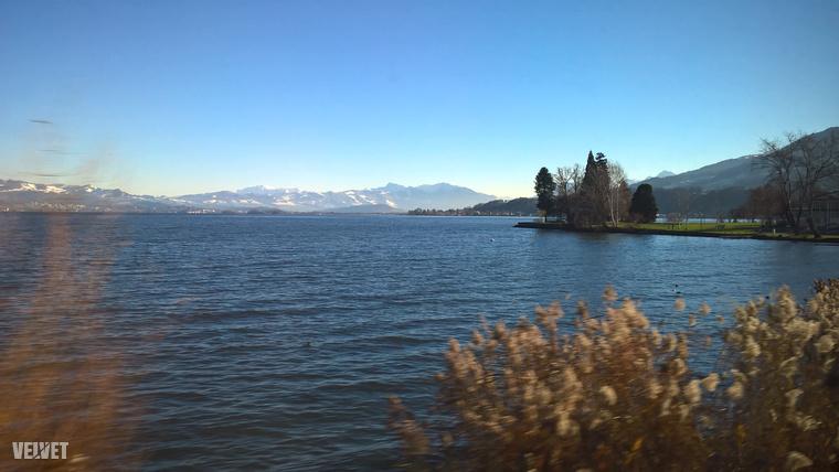 Amikor tiszta idő van, Zürichből látszanak az Alpok havas csúcsai