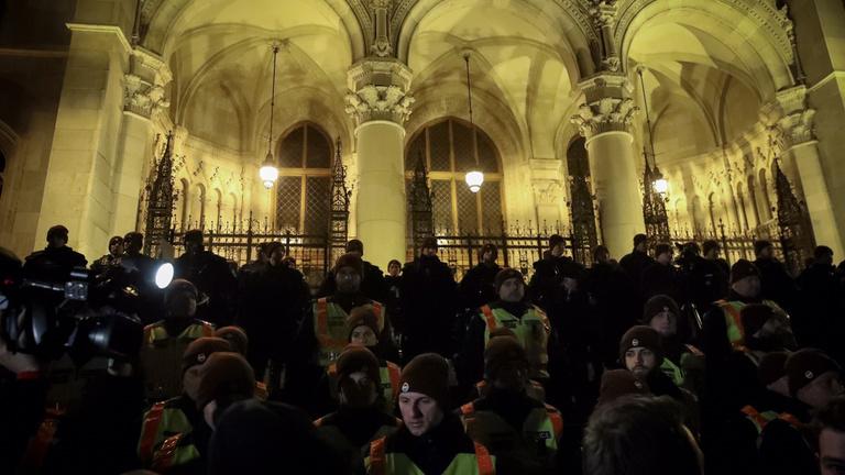 Élő közvetítésünk a Kossuth térről