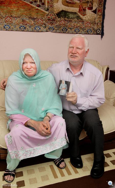A szülők: Aslam Parzez és Shameem Akhtar