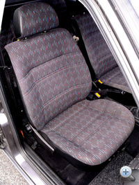 Egyszerű, de kényelmes ülések. A sportüléseket a Recaro gyártja ma is.