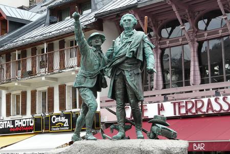 Horace-Benedict de Saussure és Jacques Balmat szobra