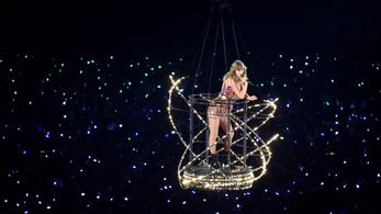Taylor Swift arcfelismerő programmal pásztázta a zaklatóit az egyik fellépése előtt