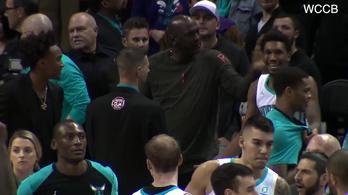 Sose jó jel, ha Michael Jordan pofoz elégedetlenségében