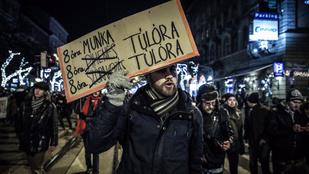 Csütörtökön is tüntetnek a Kossuth téren a túlóratörvény miatt