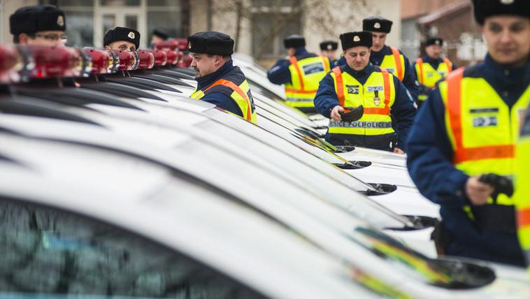 Következmények nélkül szívathatják a rendőröket a túlórával