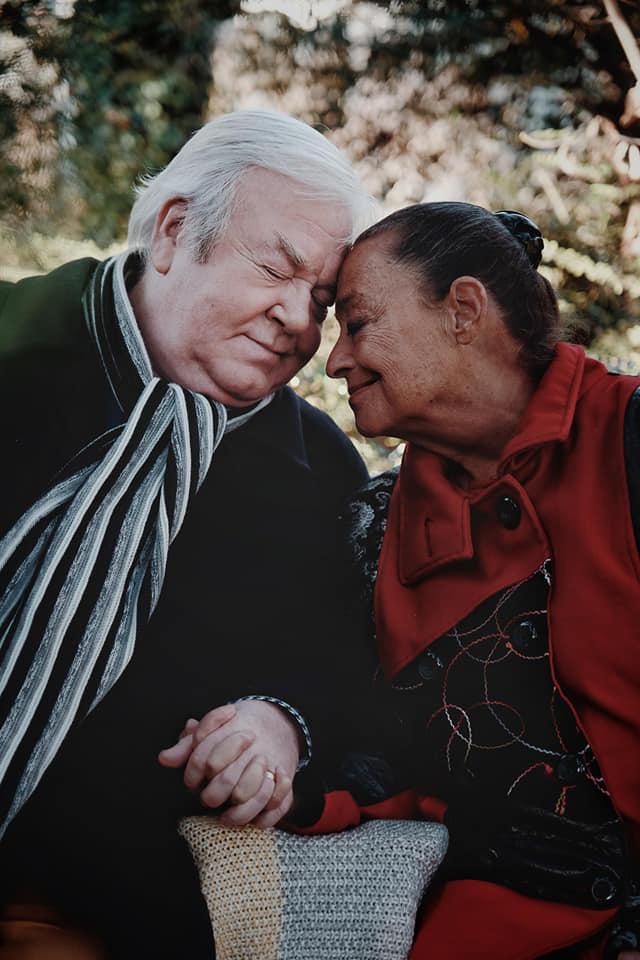 Csézy legújabb videoklipjében szerepel Gálvölgyi János és felesége, Judit.