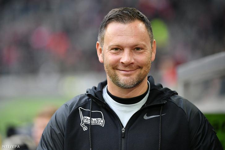 Dárdai Pál, a Hertha BSC vezetőedzője az első osztályú német labdarúgó-bajnokság tizenegyedik fordulójában a Fortuna Düsseldorf ellen játszandó mérkőzés előtt Düsseldorfban 2018. november 10-én.