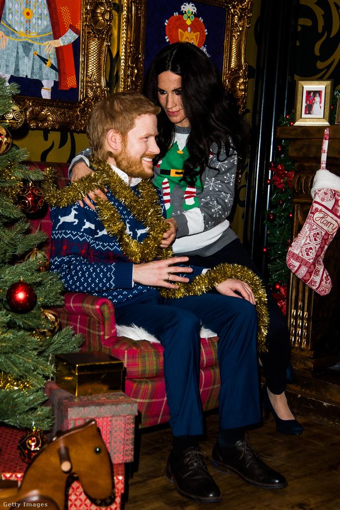 Harry hercegnek természetellenesen nagy a feje, de ezen a fotón inkább az a tekintet a rettenetes, amivel az álhercegné mered a férjére.