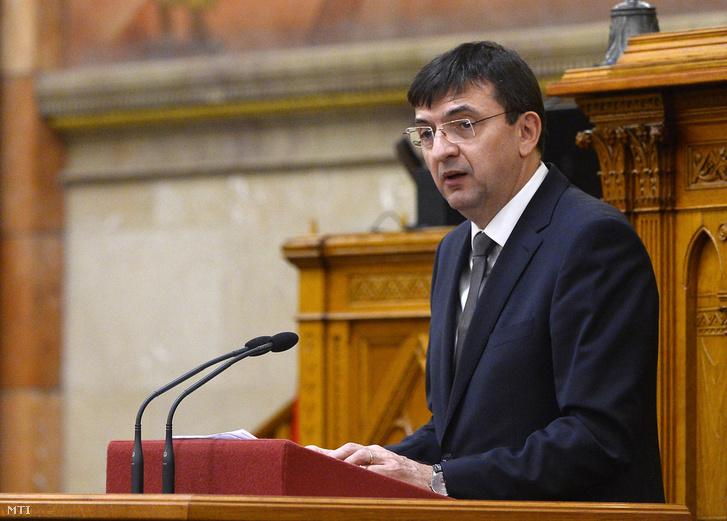 Domokos László, az Állami Számvevőszék (ÁSZ) elnöke az ÁSZ jelentését ismerteti Magyarország 2017. évi központi költségvetése zárszámadásának általános vitájában az Országgyűlés plenáris ülésén 2018. október 17-én.