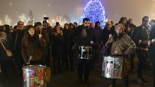 Két tüntetést tartanak Budapesten a túlóratörvény ellen