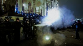 A túlóratörvény elleni tüntetés második menete (élő adás, 2. rész)
