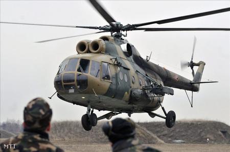 1969. február 12-én szállt le Kecskeméten az első MI-8-as. Szentkirályszabadján és Szolnokon a MI-8-as helikopter öt típusváltozatából összesen 65 darab szolgált (Fotó: Mészáros János)