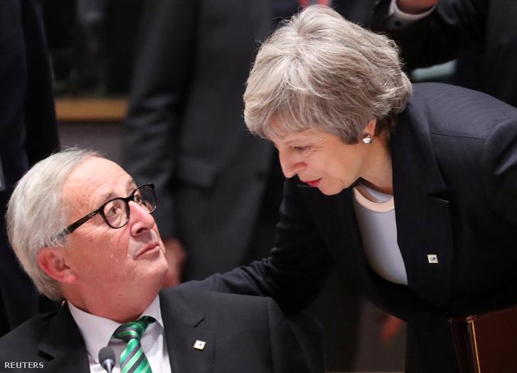 Jean-Claude Juncker és Theresa May a brüsszeli uniós csúcstalálkozón 2018. december 13-án