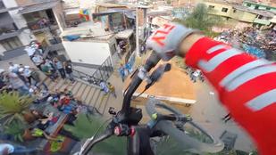 Ilyen leszáguldani a világ leghosszabb városi downhill-pályáján