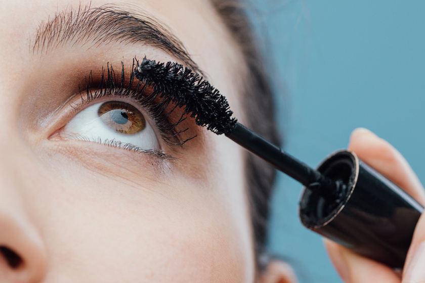 Erre ügyelj sminkeléskor, ha szemüveget vagy kontaktlencsét hordasz - Durva következményei lehetnek, ha nem figyelsz
