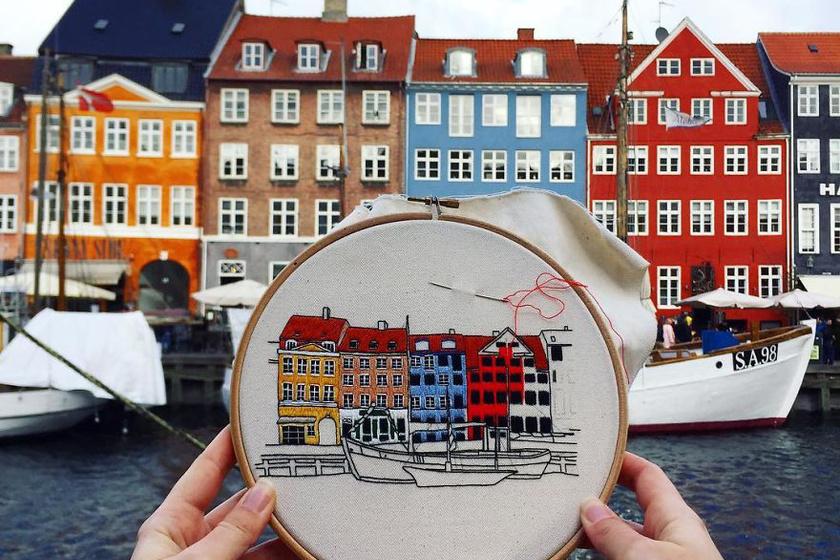Koppenhágában a Nyhavn nevű csatorna és körülvevő épületei méltán hímzésre valók.