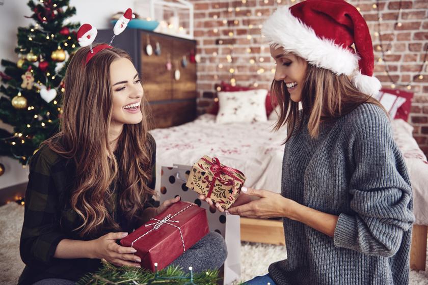 barátnők ajándék karácsony meglepetés ajándékozás nők