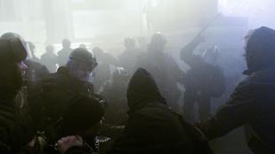 Máshogy lép fel a tüntetőkkel a rendőrség, mint eddig