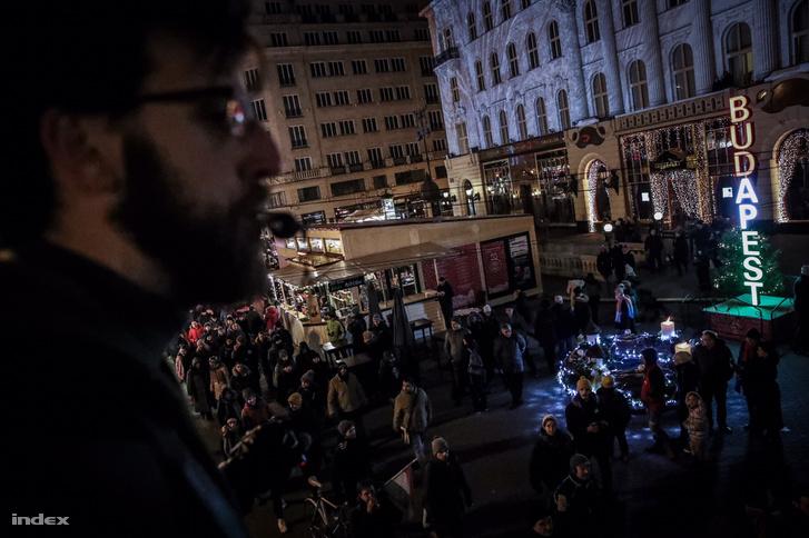 A karácsonyi vásáron is áthaladt a tüntetők menete