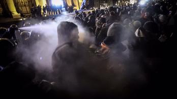 Vádat emeltek a 2018-as Kossuth téri tüntetés néhány résztvevője ellen