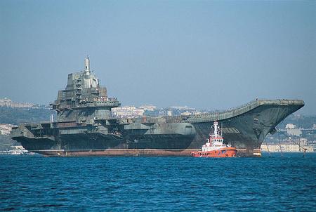 A Varjag anyahajót itt még vontatni kellett (Forrás: US Navy)