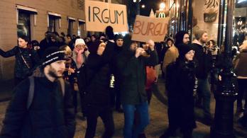 Számolja meg a tüntetőket!