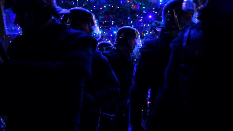 Boldog karácsonyt, Miniszterelnök úrral folytatódik a tüntetési hullám