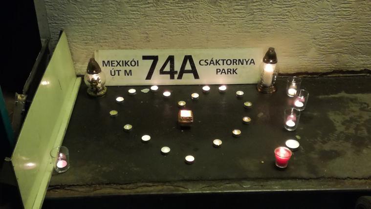 Mécsesekkel, levéllel búcsúznak a 74-es troli sofőrjei az elhunyt törzsutasuktól