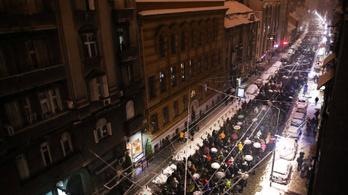 Több ezren tüntettek Belgrádban Aleksandar Vucic államfő ellen