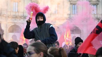 Több ezer ember tüntetett Rómában a kormány migránsellenes politikája ellen