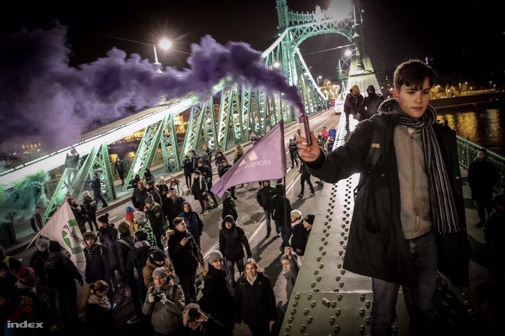 Protesters on Liberty Bridge