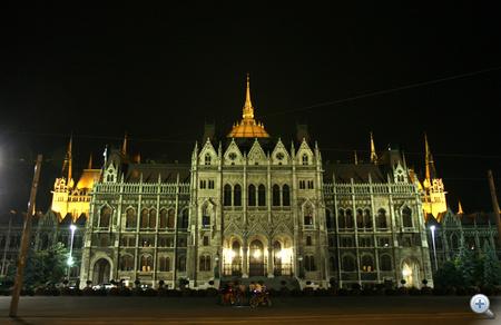 A Parlament a Kossuth tér felől