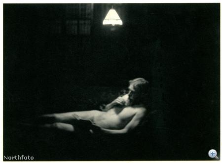 G. B. Shaw saját készítésű aktfotója - ezen dátum is van: 1904. január